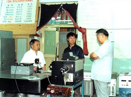 马祖光在光电子实验室