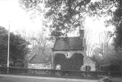 """古老风格的欧式住宅说:""""那是库克船长的小房子……"""""""