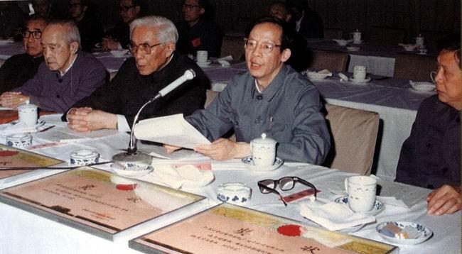 """王选在/1985年5月6日,国家经委在新华社主持召开""""华光型计算机――..."""