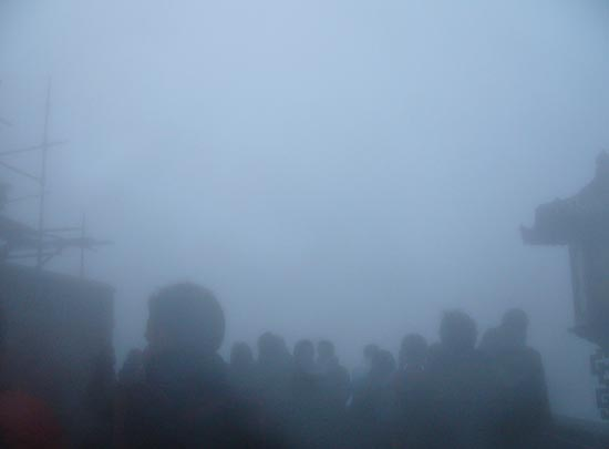 背景 壁纸 风景 天空 天气 烟雾 桌面 550_405