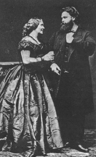 特里斯坦和伊索尔黛扮演着路德维希和马尔维娜・施 ...