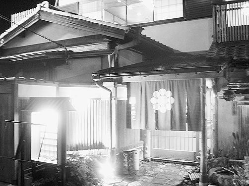 京都随处可见的传统木结构餐馆吴云摄
