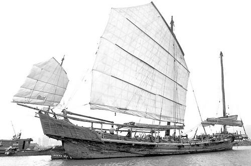 木板浮雕帆船图片
