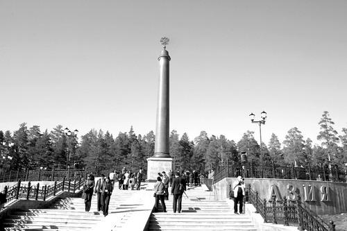 来欧亚分界纪念碑许愿特别灵验