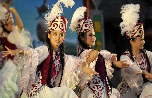 新疆昌吉举办花儿艺术节[图]