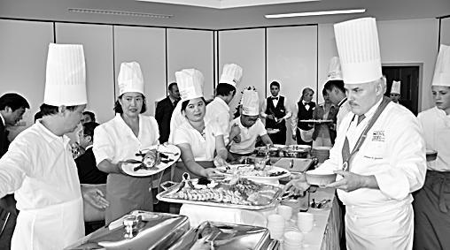 """维也纳""""首届中餐厨师培训班""""结业"""