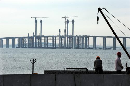 青岛海湾大桥进展顺利