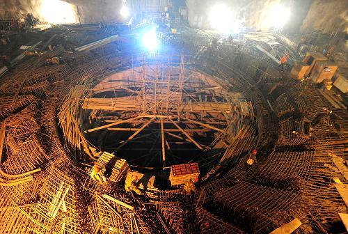 锭子运进擦拭三峡地下工人的电站内裤机组视频水电图片