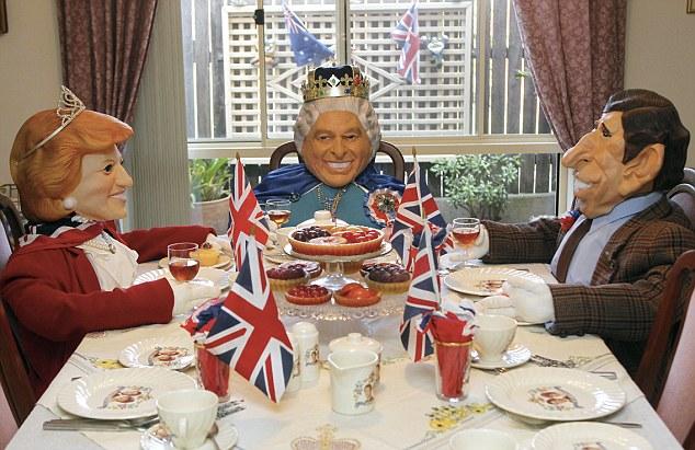 女王陛下正在与戴安娜王妃和查尔斯进餐.-澳大利亚夫妇将住宅改成 图片