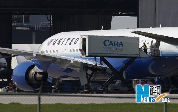 美国联合航空公司客机紧急迫降