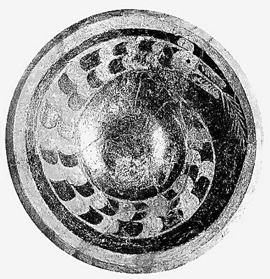 彩绘龙纹陶盘(资料照片)