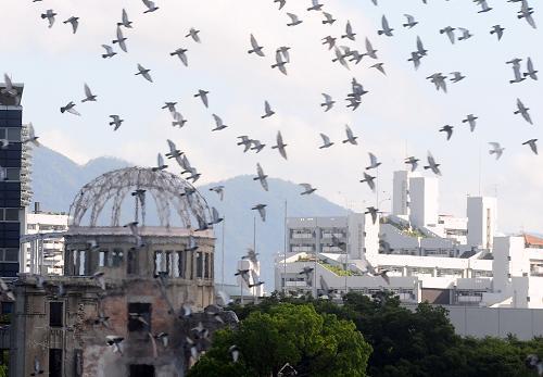 日本广岛纪念核弹轰炸65周年